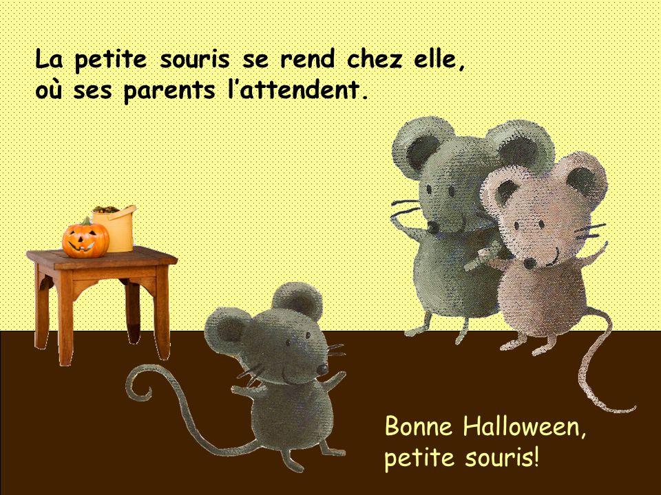 La petite souris se rend chez elle, où ses parents l'attendent.