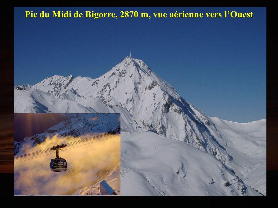 Pic du Midi de Bigorre, 2870 m, vue aérienne vers l'Ouest