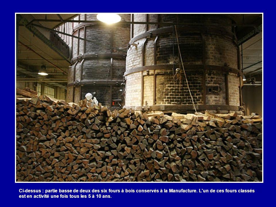 Ci-dessus : partie basse de deux des six fours à bois conservés à la Manufacture.