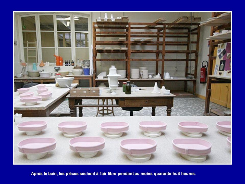 Après le bain, les pièces sèchent à l air libre pendant au moins quarante-huit heures.