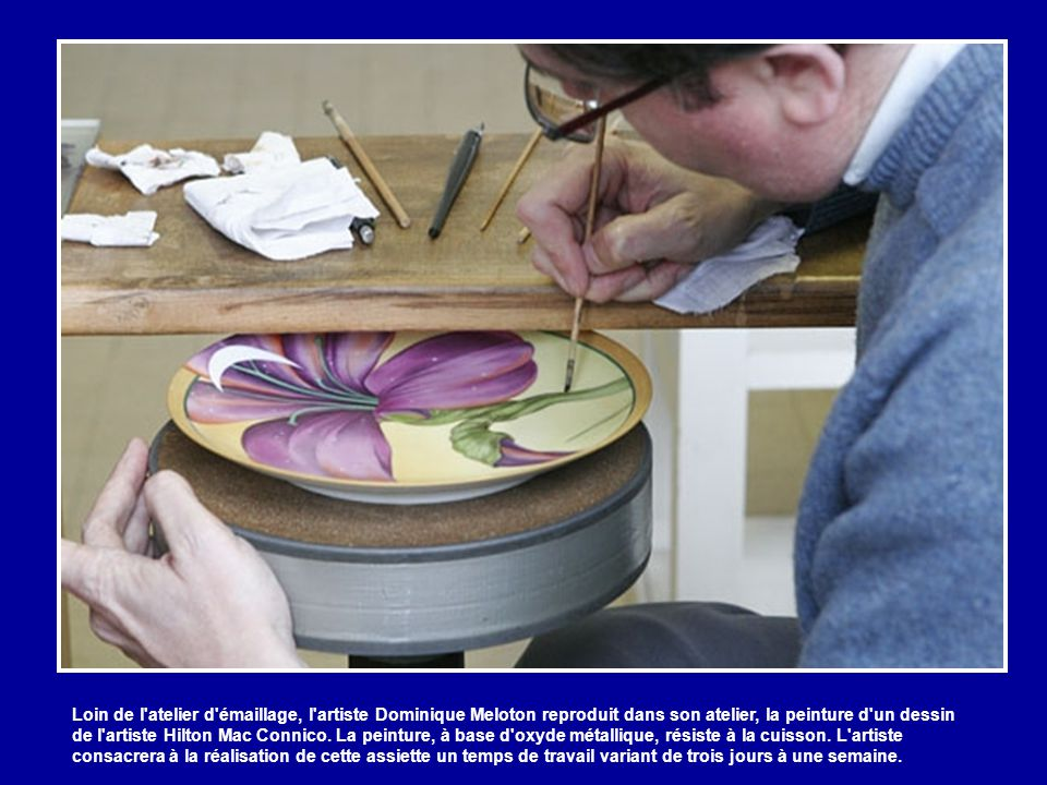 Loin de l atelier d émaillage, l artiste Dominique Meloton reproduit dans son atelier, la peinture d un dessin de l artiste Hilton Mac Connico.