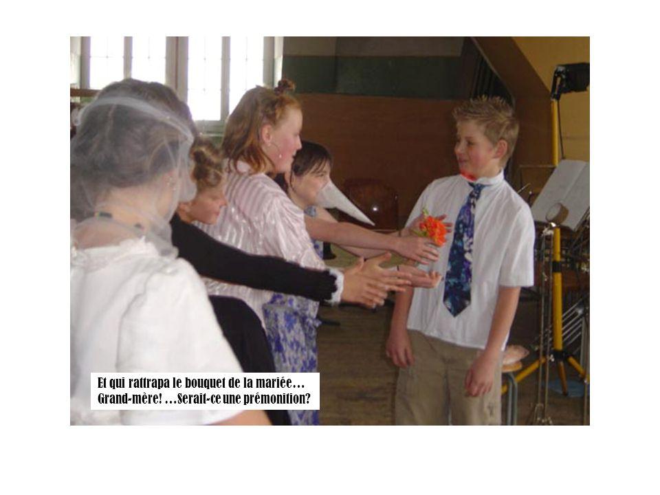 Et qui rattrapa le bouquet de la mariée… Grand-mère