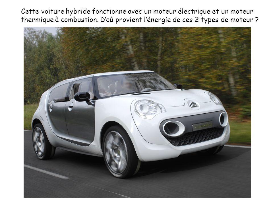 Cette voiture hybride fonctionne avec un moteur électrique et un moteur thermique à combustion.