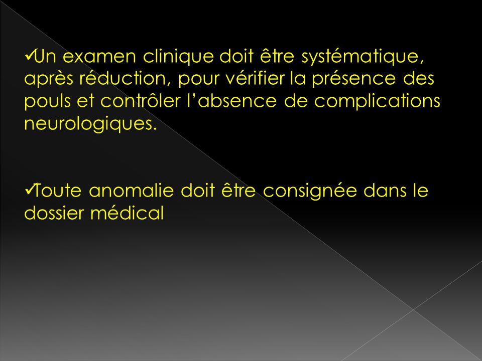 Un examen clinique doit être systématique, après réduction, pour vérifier la présence des pouls et contrôler l'absence de complications neurologiques.