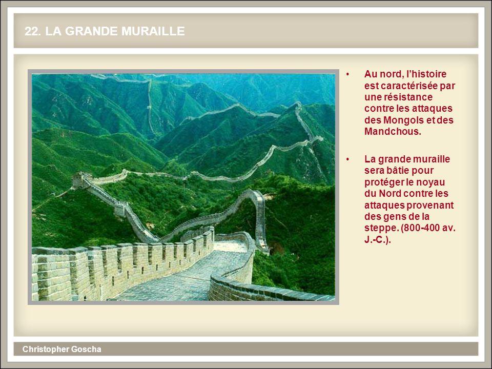 22. LA GRANDE MURAILLE Au nord, l'histoire est caractérisée par une résistance contre les attaques des Mongols et des Mandchous.