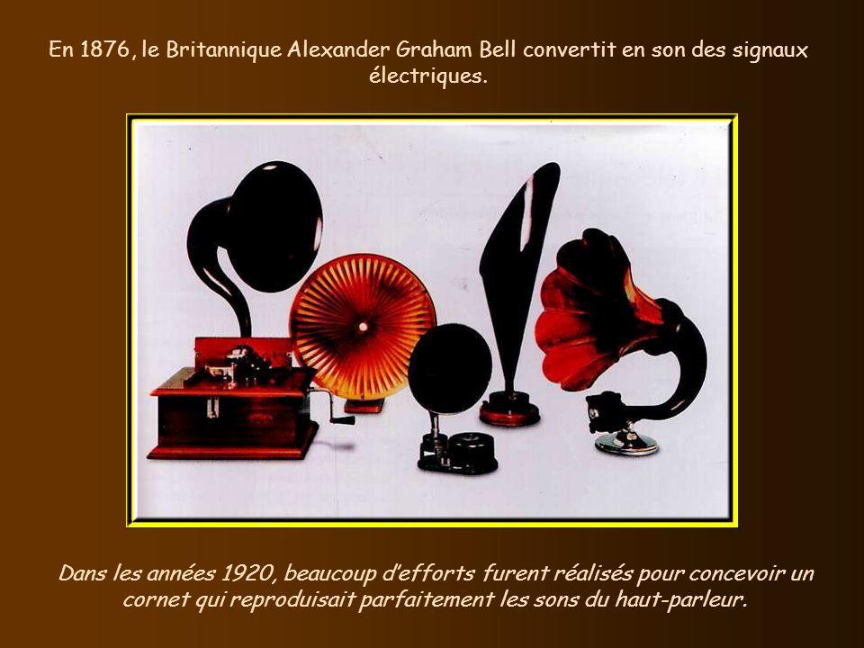 En 1876, le Britannique Alexander Graham Bell convertit en son des signaux électriques.