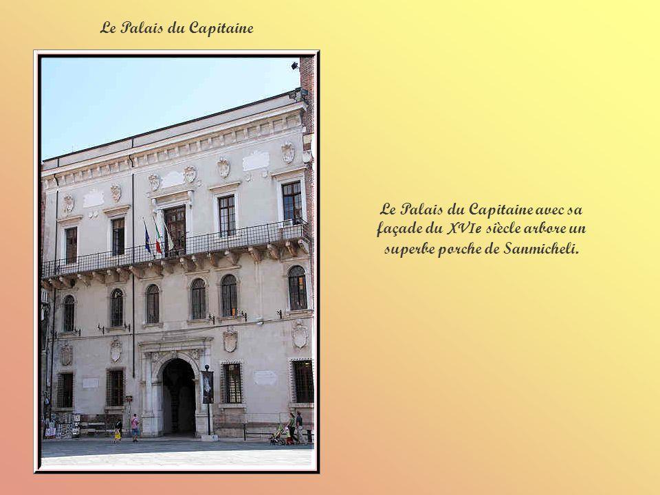 Le Palais du Capitaine Le Palais du Capitaine avec sa façade du XVIe siècle arbore un superbe porche de Sanmicheli.