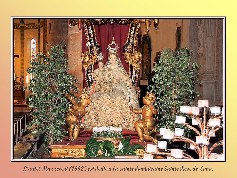 L'autel Mazzoleni (1592) est dédié à la sainte dominicaine Sainte Rose de Lima.