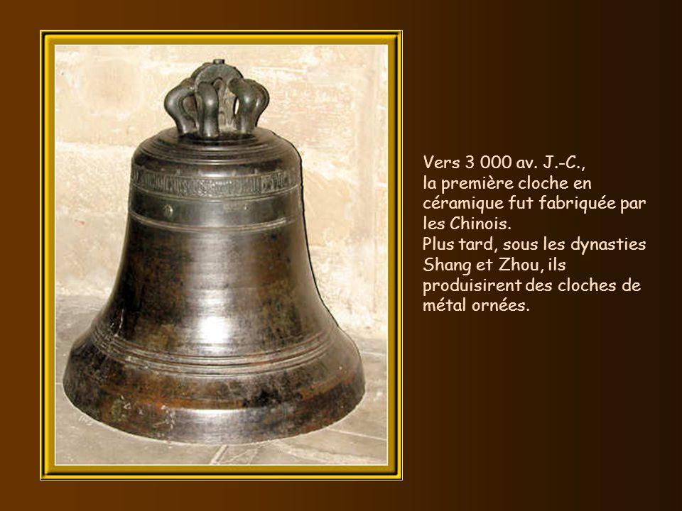 Vers 3 000 av. J.-C., la première cloche en céramique fut fabriquée par les Chinois.