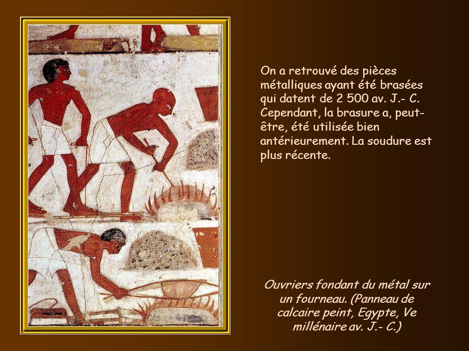 On a retrouvé des pièces métalliques ayant été brasées qui datent de 2 500 av. J.- C. Cependant, la brasure a, peut-être, été utilisée bien antérieurement. La soudure est plus récente.