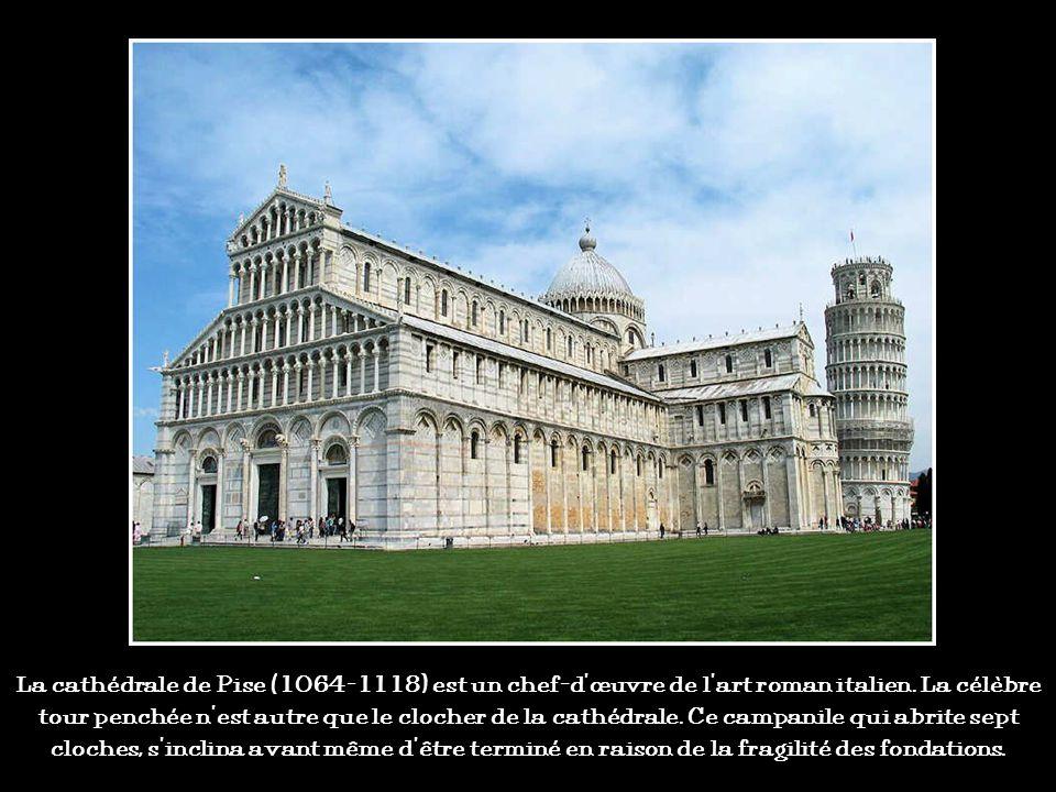 La cathédrale de Pise (1064-1118) est un chef-d'œuvre de l'art roman italien.