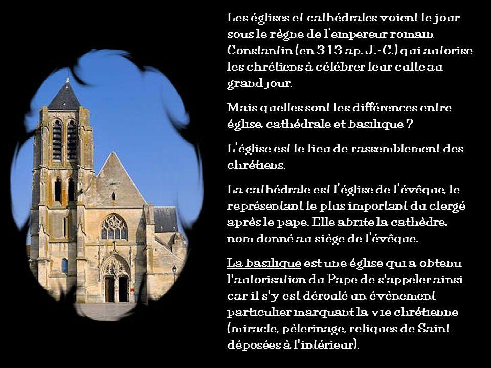 Les églises et cathédrales voient le jour sous le règne de l'empereur romain Constantin (en 313 ap. J.-C.) qui autorise les chrétiens à célébrer leur culte au grand jour.
