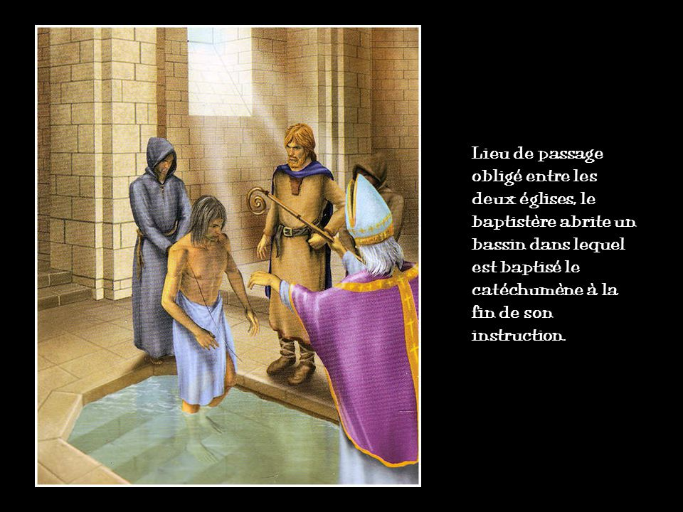 Lieu de passage obligé entre les deux églises, le baptistère abrite un bassin dans lequel est baptisé le catéchumène à la fin de son instruction.