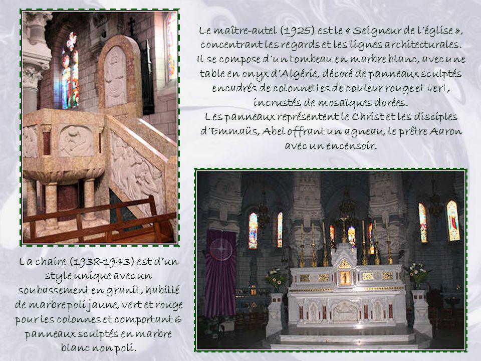 Le maître-autel (1925) est le « Seigneur de l'église », concentrant les regards et les lignes architecturales.