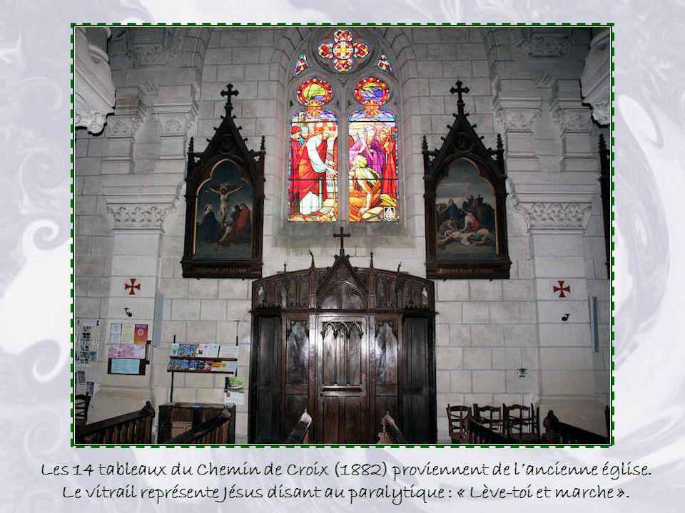 Les 14 tableaux du Chemin de Croix (1882) proviennent de l'ancienne église.