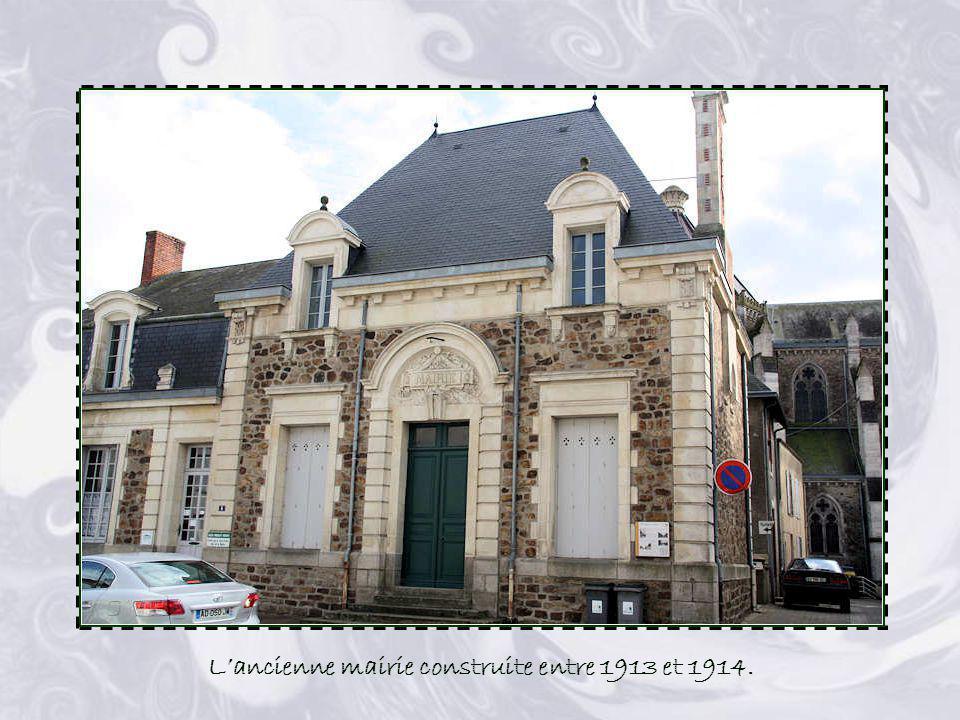 L'ancienne mairie construite entre 1913 et 1914.