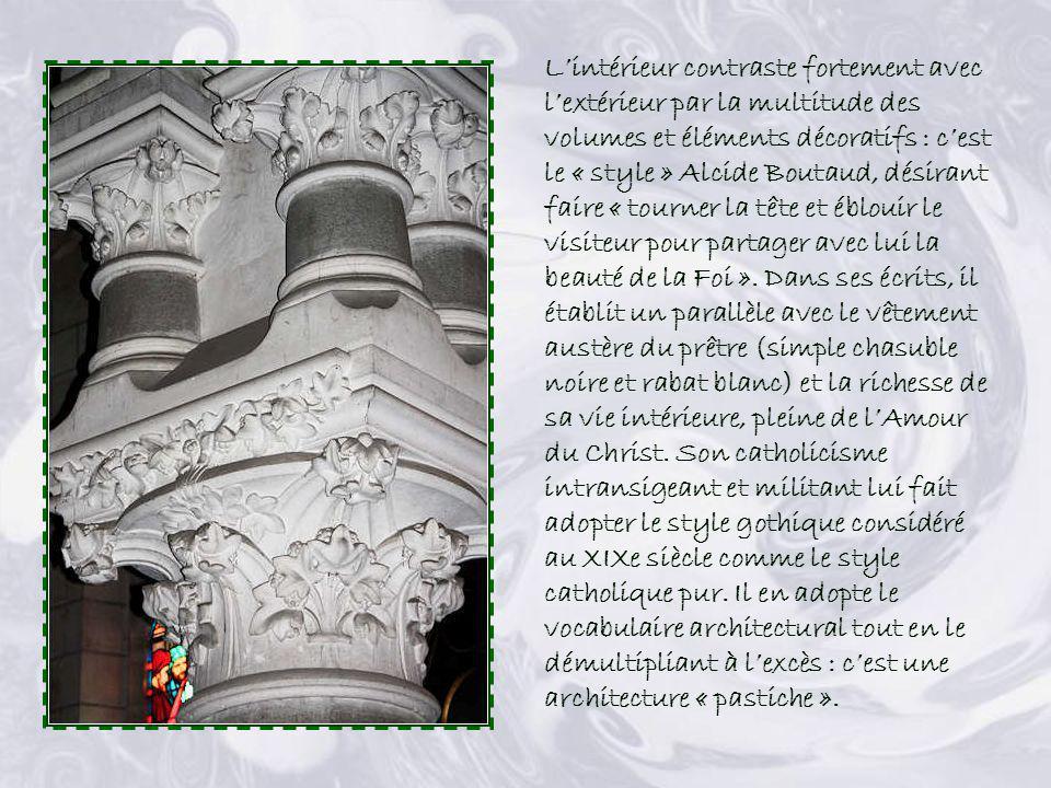 L'intérieur contraste fortement avec l'extérieur par la multitude des volumes et éléments décoratifs : c'est le « style » Alcide Boutaud, désirant faire « tourner la tête et éblouir le visiteur pour partager avec lui la beauté de la Foi ».