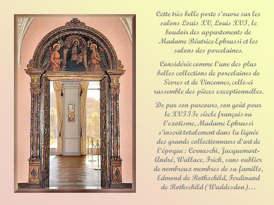 Cette très belle porte s'ouvre sur les salons Louis XV, Louis XVI, le boudoir des appartements de Madame Béatrice Ephrussi et les salons des porcelaines.