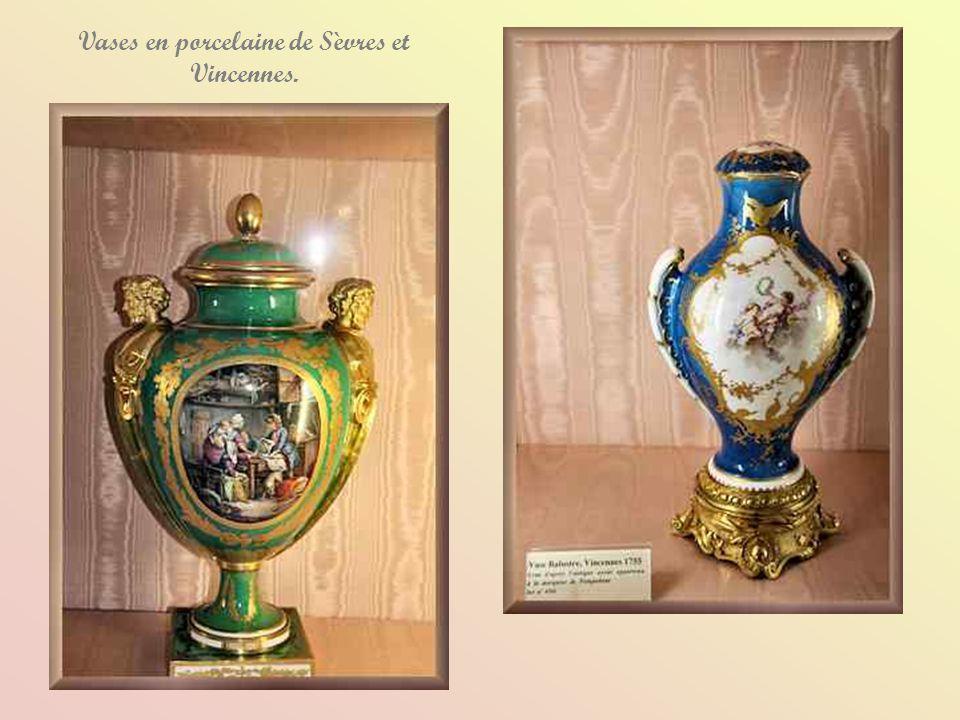 Vases en porcelaine de Sèvres et Vincennes.
