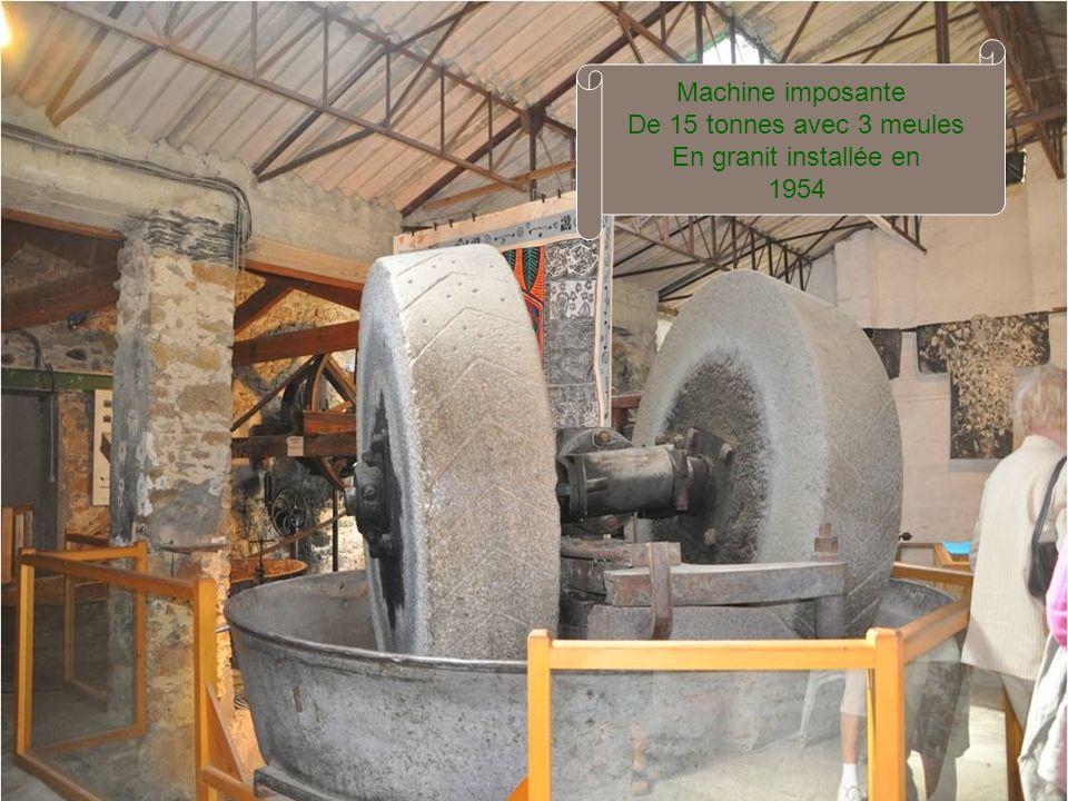 Machine imposante De 15 tonnes avec 3 meules En granit installée en 1954