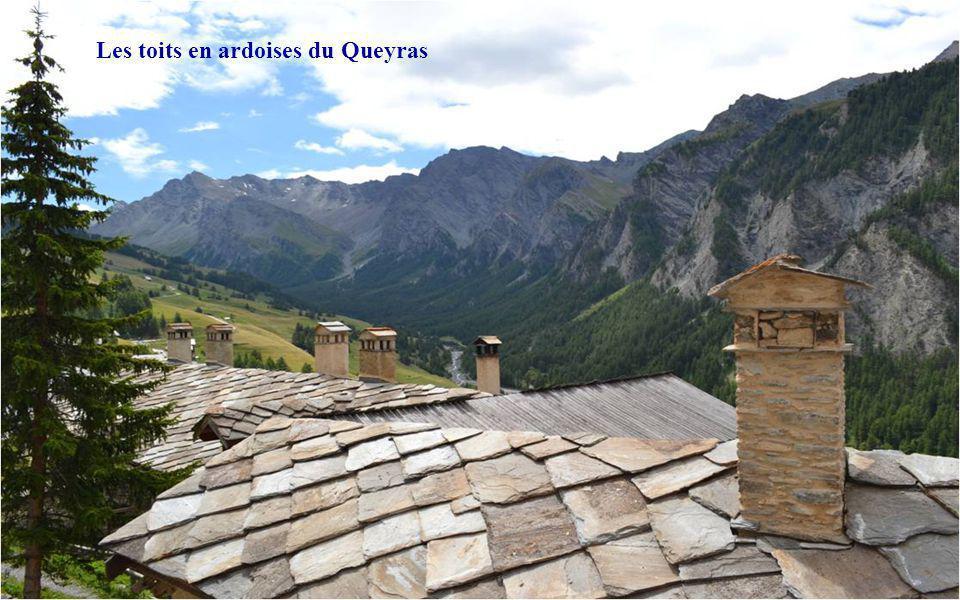 Les toits en ardoises du Queyras