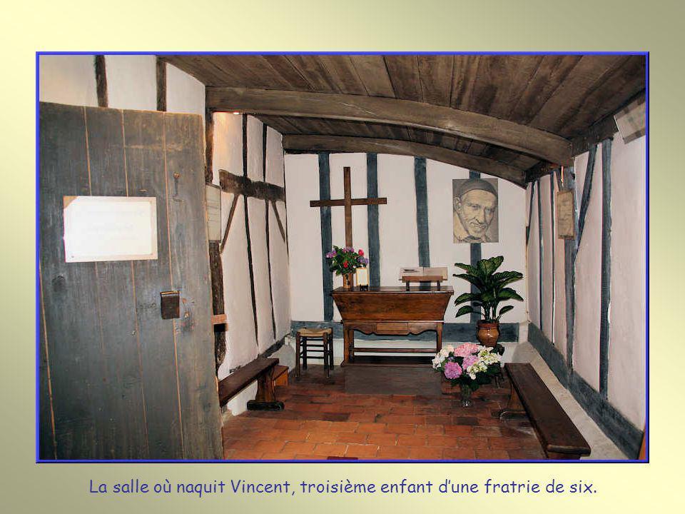 La salle où naquit Vincent, troisième enfant d'une fratrie de six.