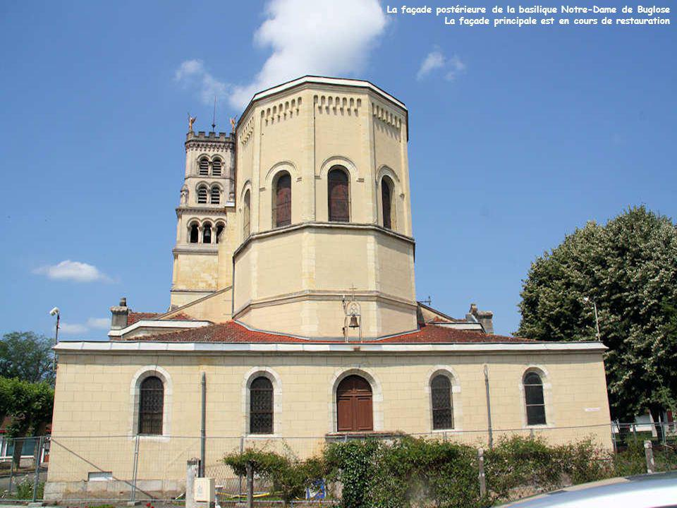 La façade postérieure de la basilique Notre-Dame de Buglose