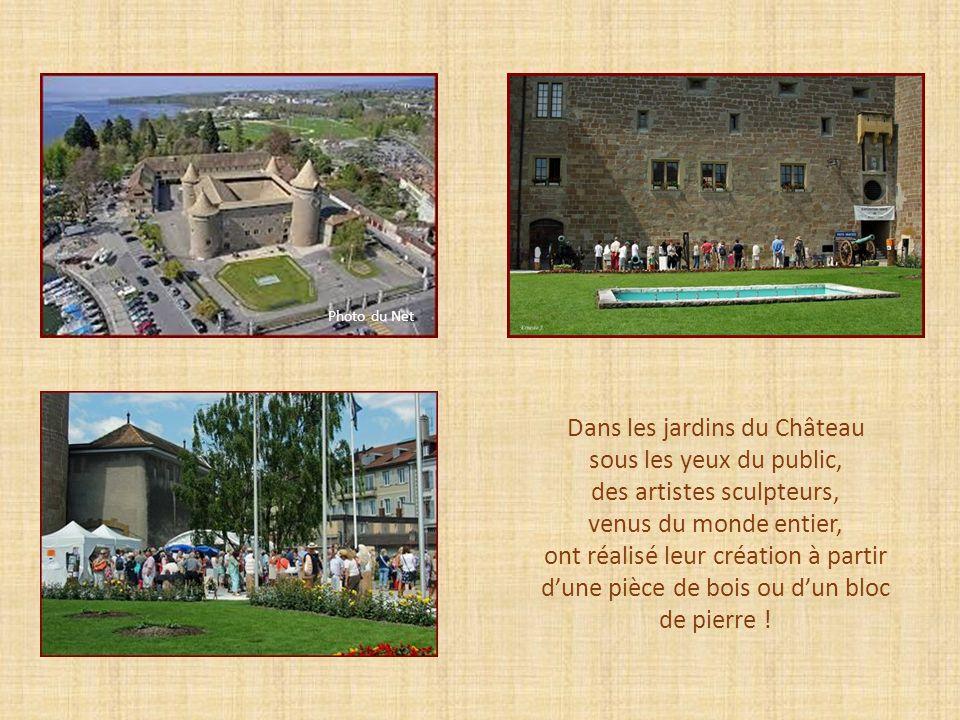 Dans les jardins du Château sous les yeux du public,