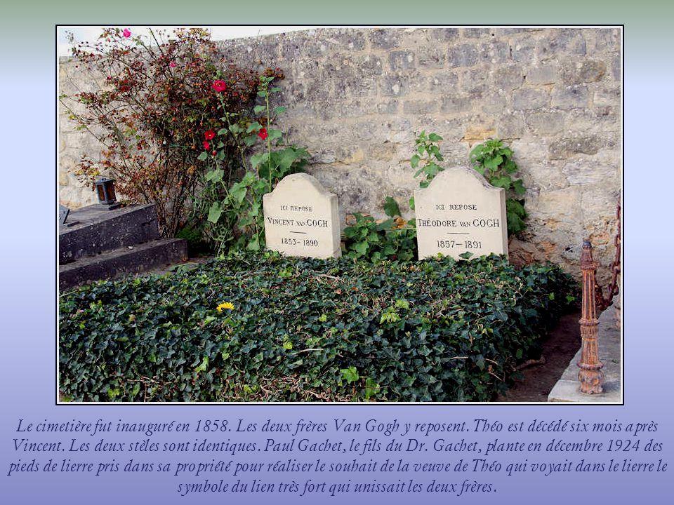 Le cimetière fut inauguré en 1858. Les deux frères Van Gogh y reposent