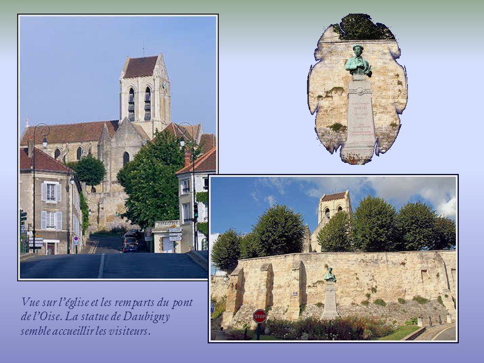 Vue sur l'église et les remparts du pont de l'Oise