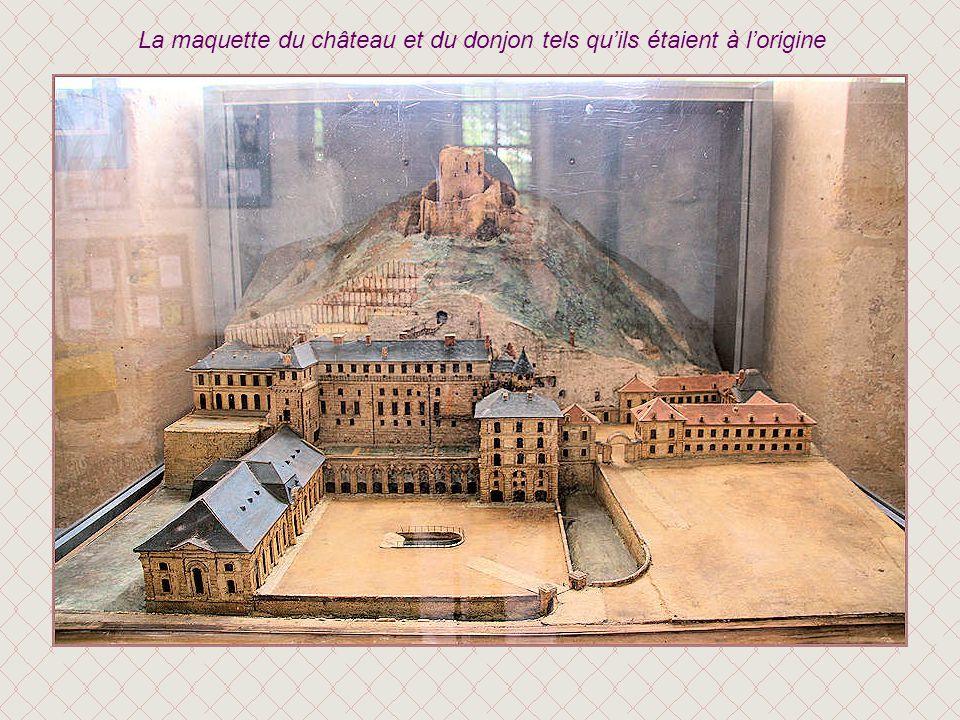 La maquette du château et du donjon tels qu'ils étaient à l'origine