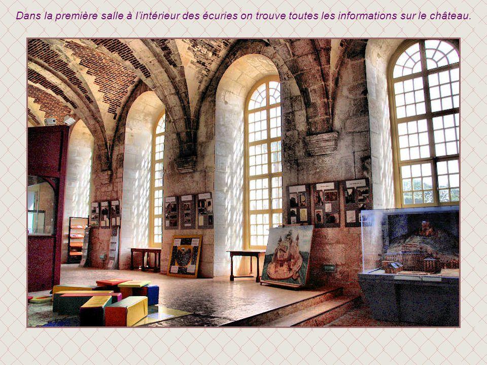 Dans la première salle à l'intérieur des écuries on trouve toutes les informations sur le château.