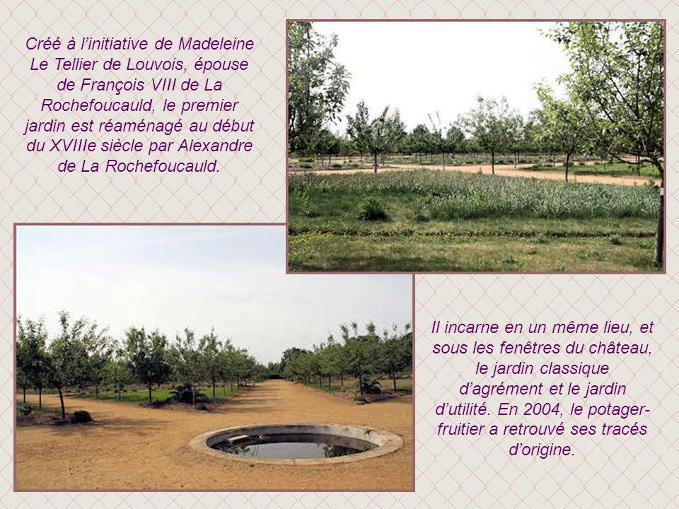 Créé à l'initiative de Madeleine Le Tellier de Louvois, épouse de François VIII de La Rochefoucauld, le premier jardin est réaménagé au début du XVIIIe siècle par Alexandre de La Rochefoucauld.
