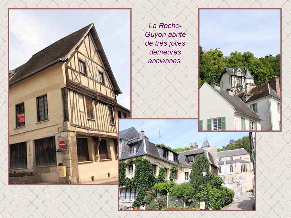 La Roche-Guyon abrite de très jolies demeures anciennes.
