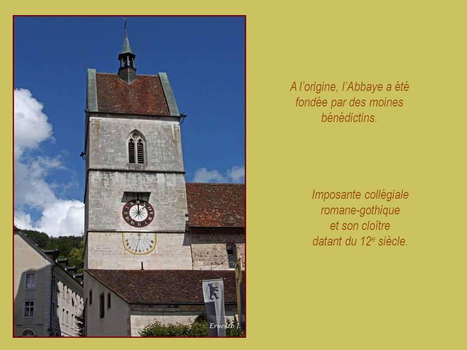 A l'origine, l'Abbaye a été fondée par des moines bénédictins.