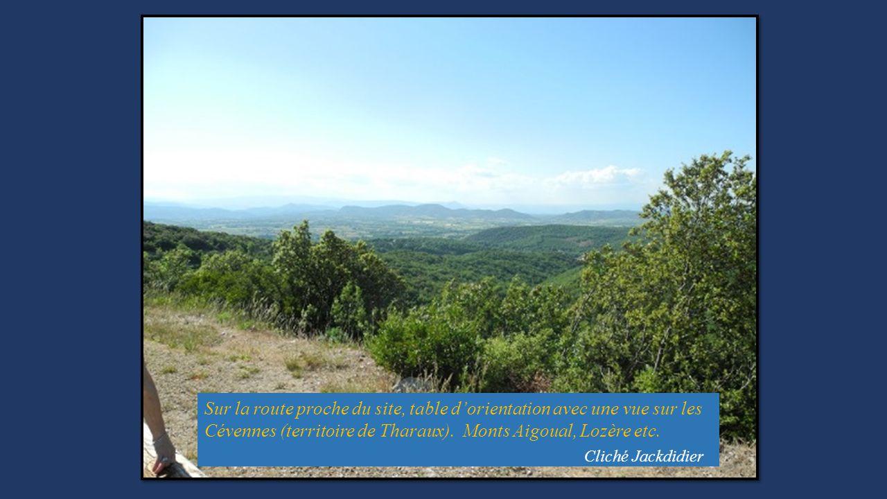 Sur la route proche du site, table d'orientation avec une vue sur les Cévennes (territoire de Tharaux). Monts Aigoual, Lozère etc.