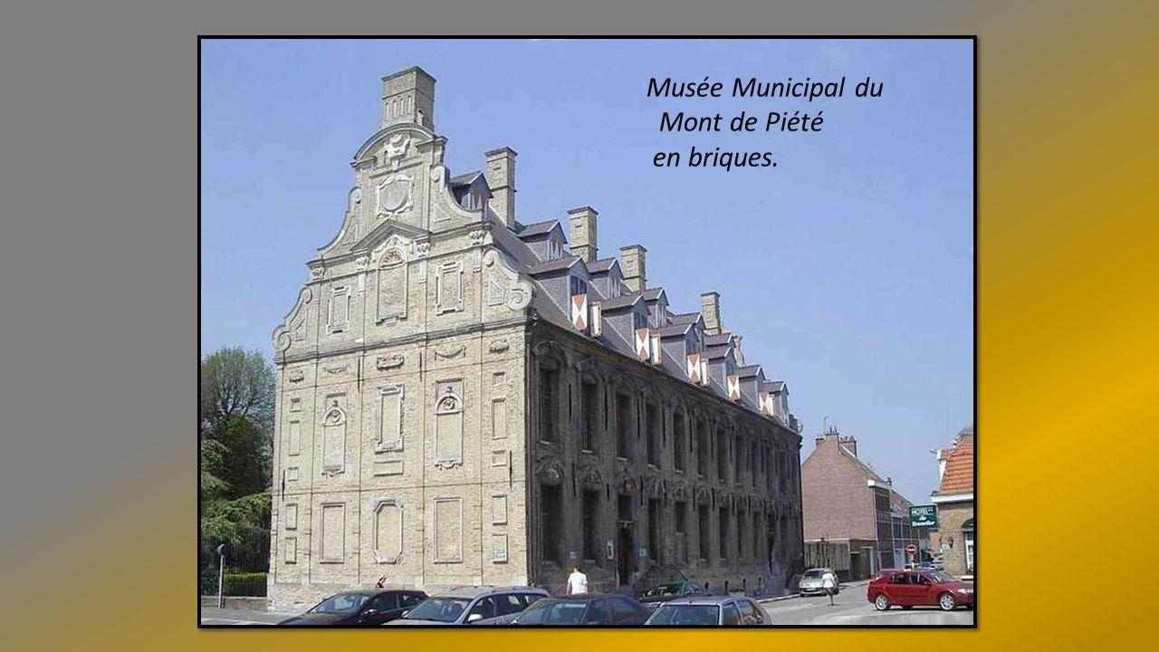 Musée Municipal du Mont de Piété en briques.
