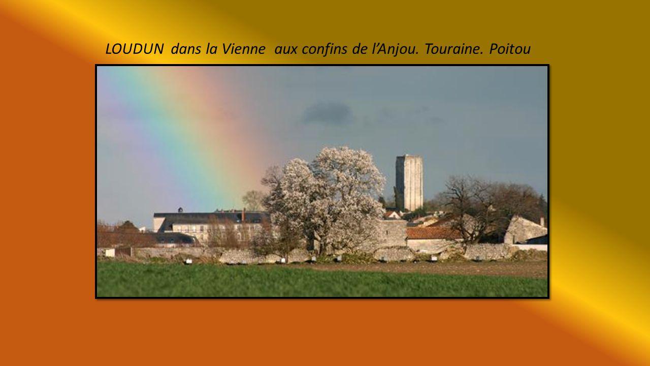 LOUDUN dans la Vienne aux confins de l'Anjou. Touraine. Poitou