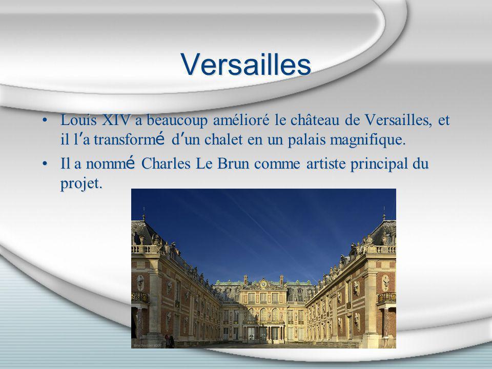 Versailles Louis XIV a beaucoup amélioré le château de Versailles, et il l'a transformé d'un chalet en un palais magnifique.