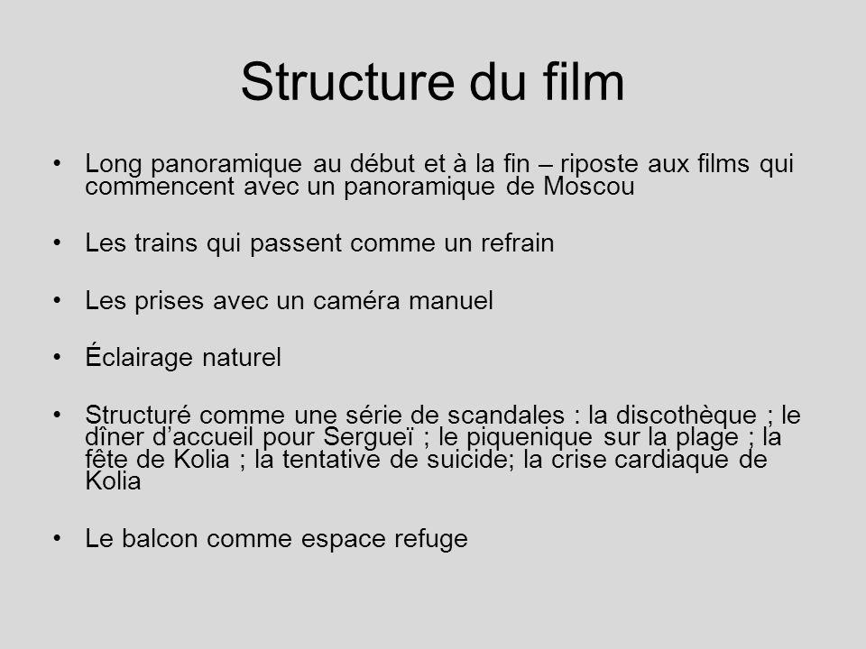 Structure du film Long panoramique au début et à la fin – riposte aux films qui commencent avec un panoramique de Moscou.