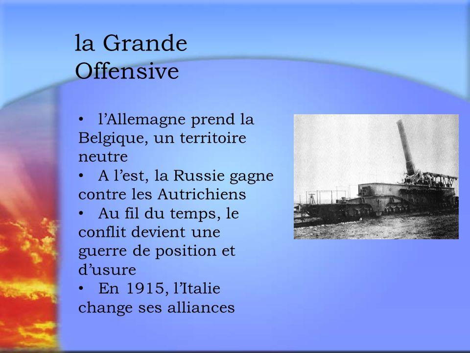 la Grande Offensive l'Allemagne prend la Belgique, un territoire neutre. A l'est, la Russie gagne contre les Autrichiens.