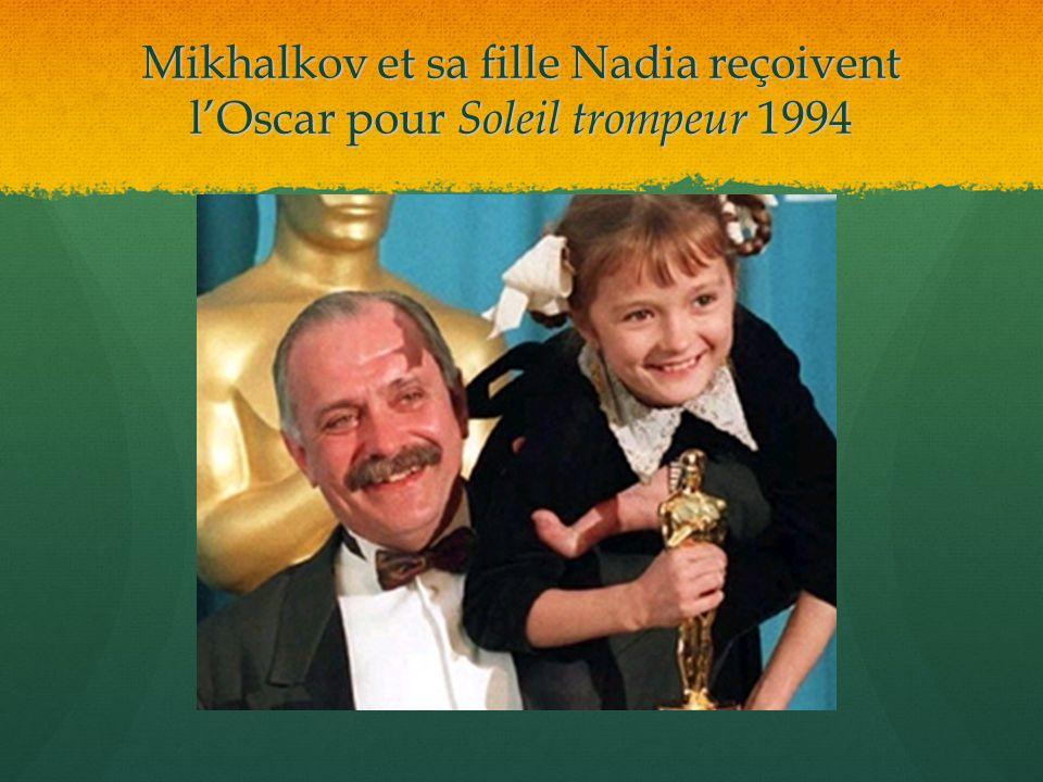 Mikhalkov et sa fille Nadia reçoivent l'Oscar pour Soleil trompeur 1994