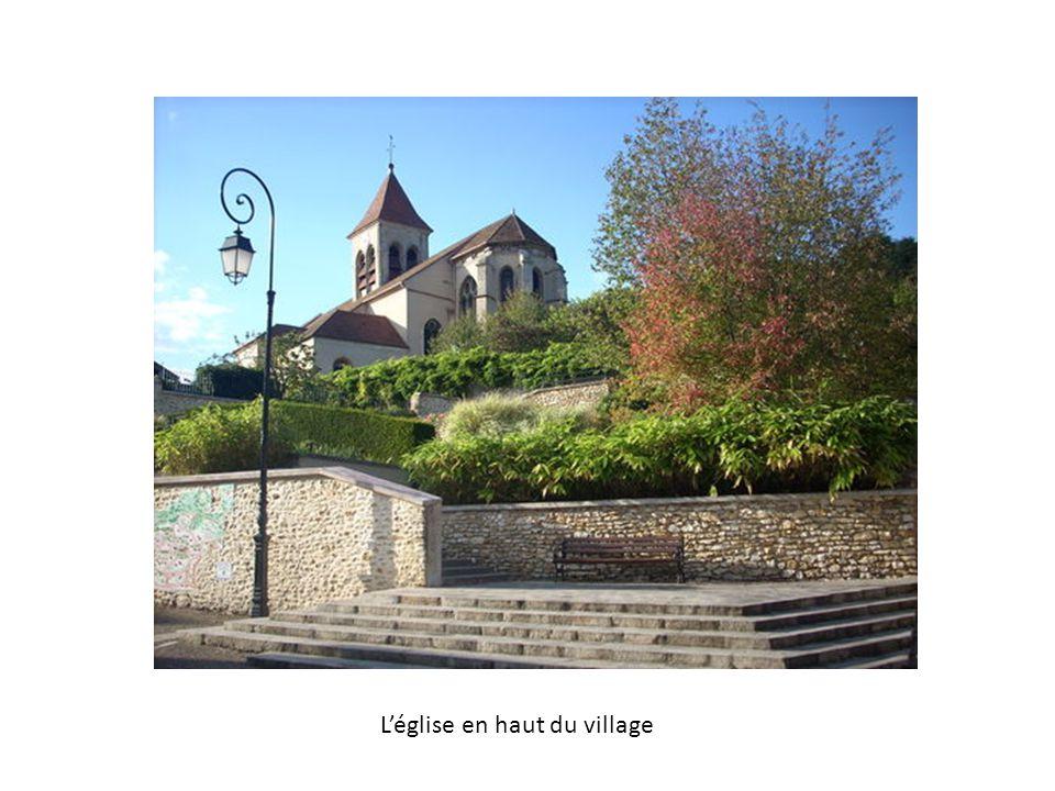 L'église en haut du village
