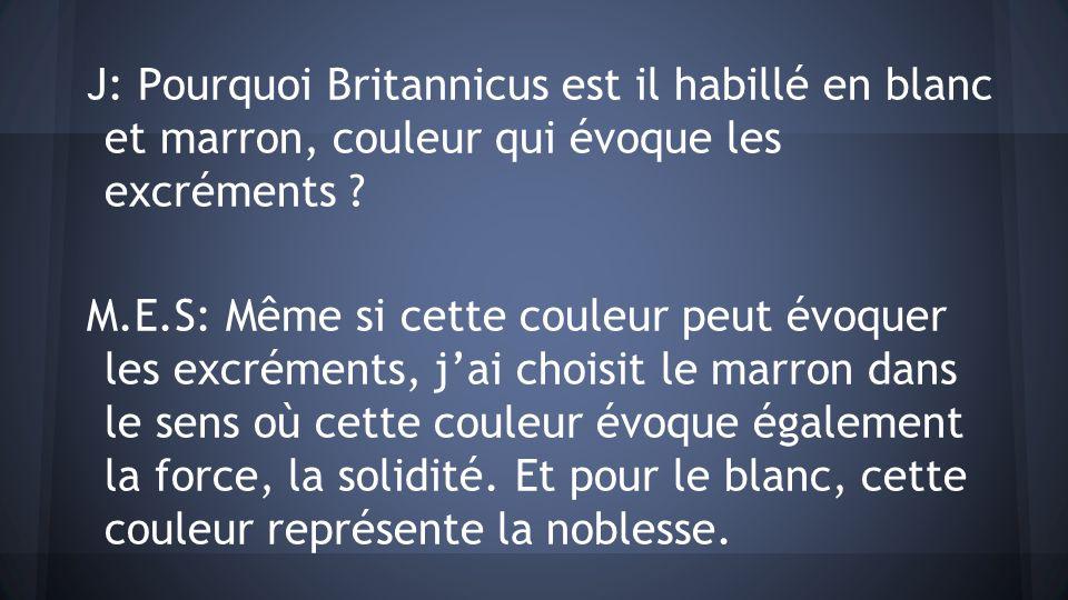 J: Pourquoi Britannicus est il habillé en blanc et marron, couleur qui évoque les excréments