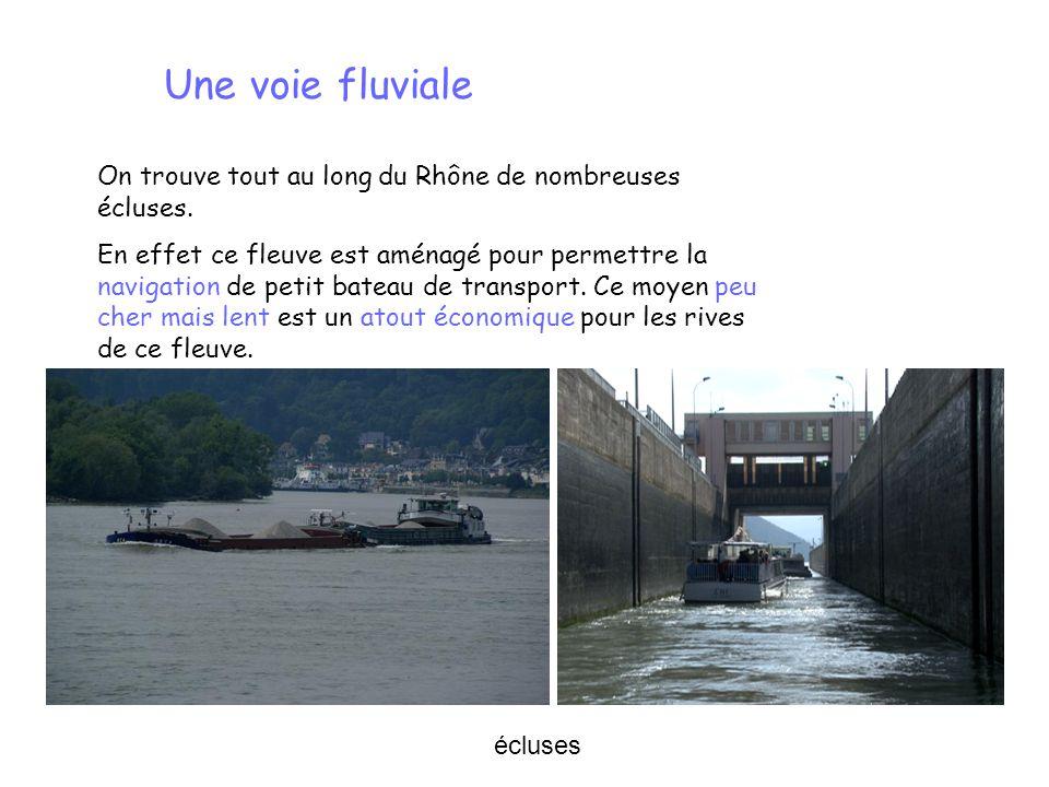 Une voie fluviale On trouve tout au long du Rhône de nombreuses écluses.