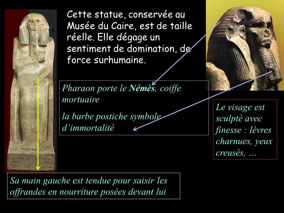 Pharaon porte le Némès, coiffe mortuaire