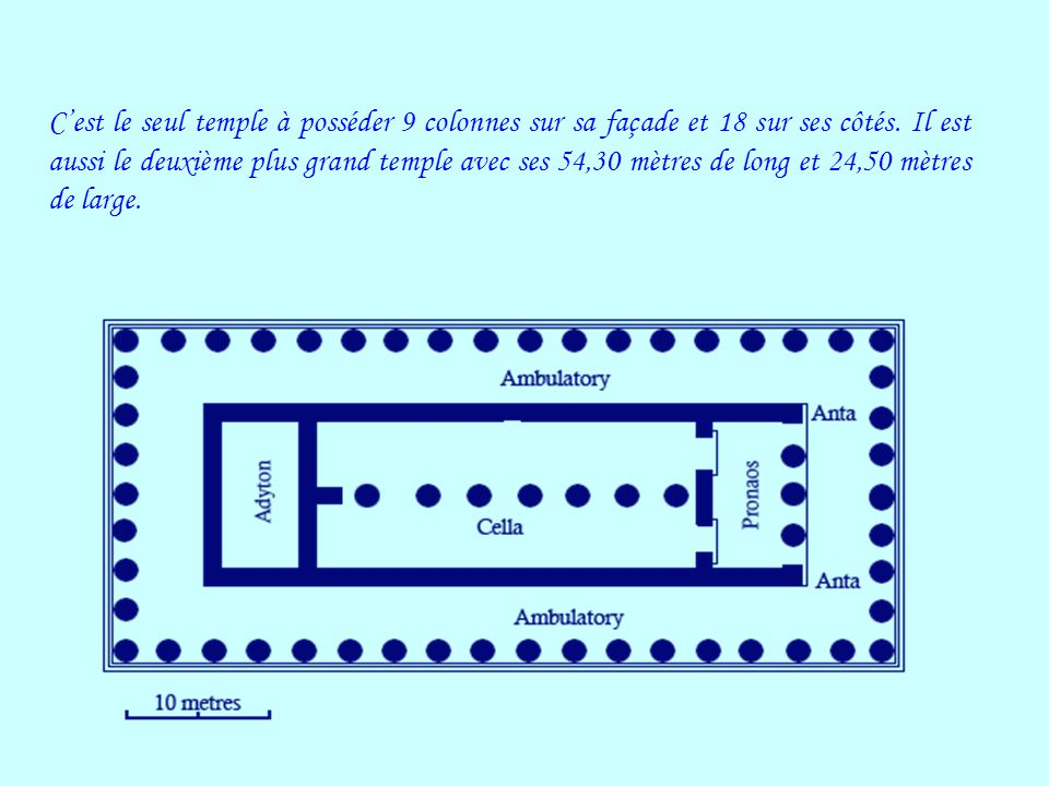 C'est le seul temple à posséder 9 colonnes sur sa façade et 18 sur ses côtés.
