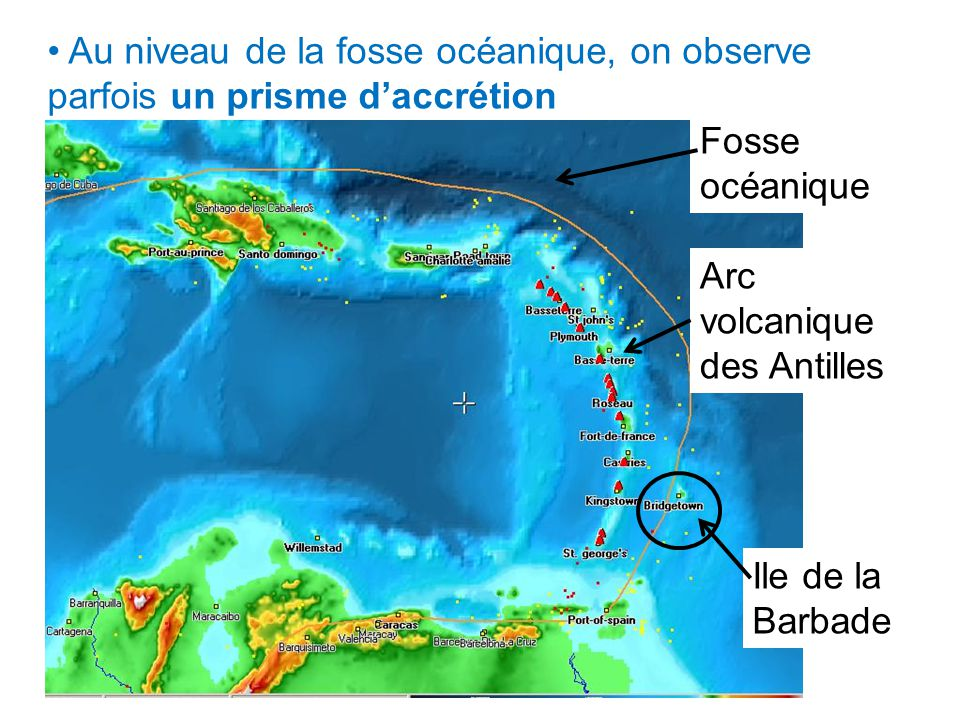 Au niveau de la fosse océanique, on observe parfois un prisme d'accrétion