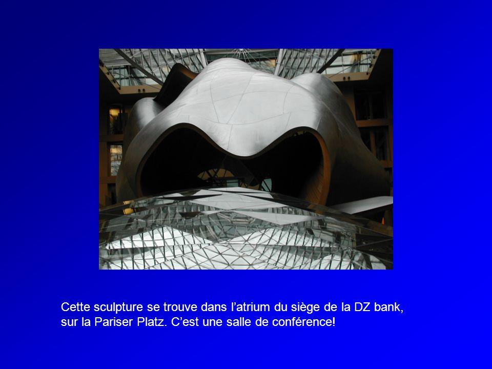 Cette sculpture se trouve dans l'atrium du siège de la DZ bank, sur la Pariser Platz.