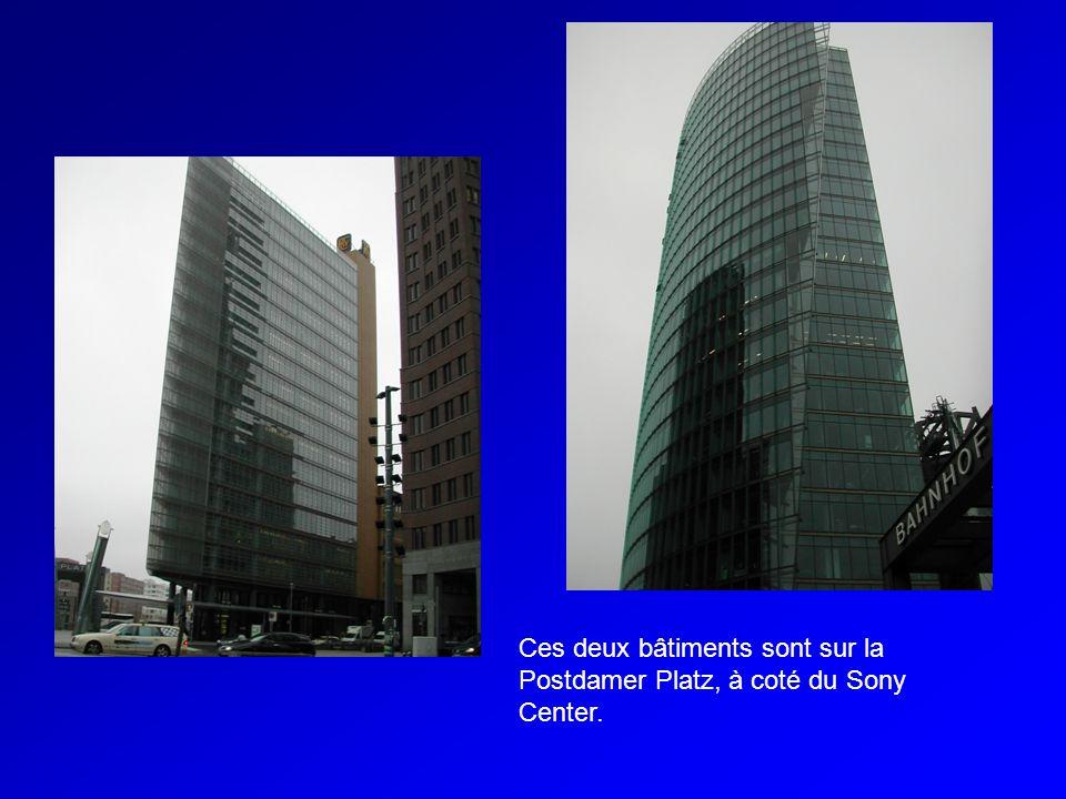 Ces deux bâtiments sont sur la Postdamer Platz, à coté du Sony Center.